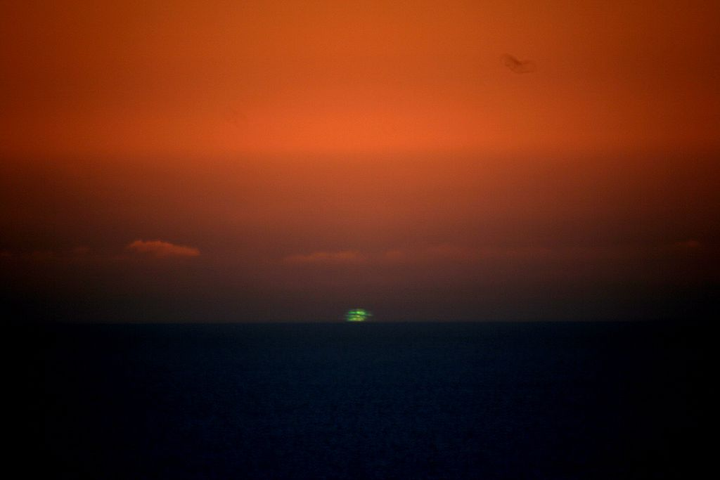 Green Flash seen from San Francisco (credit:- Brocken Inaglory)