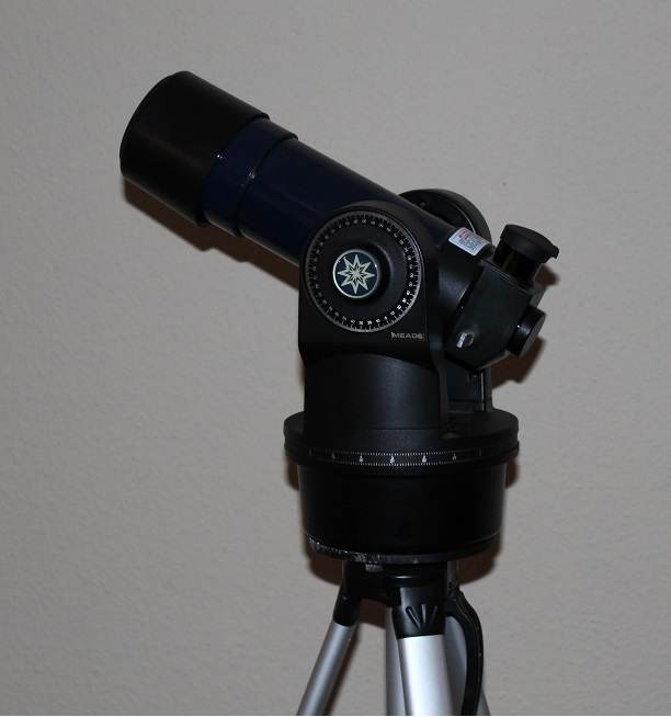 A small refractor telescope set on an Altazimuth Mount (credit:- freestarcharts)