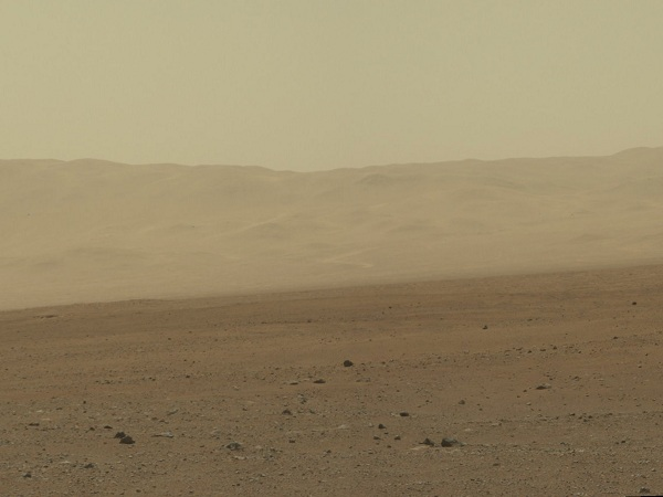 Curiosity's hi-res colour image of the wall of Gale crater(NASA)
