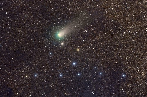 Comet Garradd near the Coathanger - Rogelio Bernal Andreo (DeepSkyColors.com)